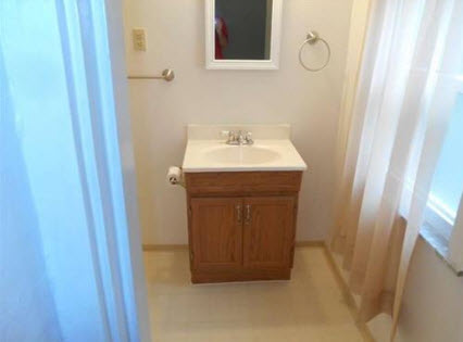 2nd Floor Bathroom View 2